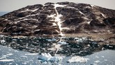 An aerial photo taken on August 15, 2019 shows icebergs as they float along the eastern cost of Greenland near Kulusuk (aslo spelled Qulusuk). (Photo by Jonathan NACKSTRAND / AFP)