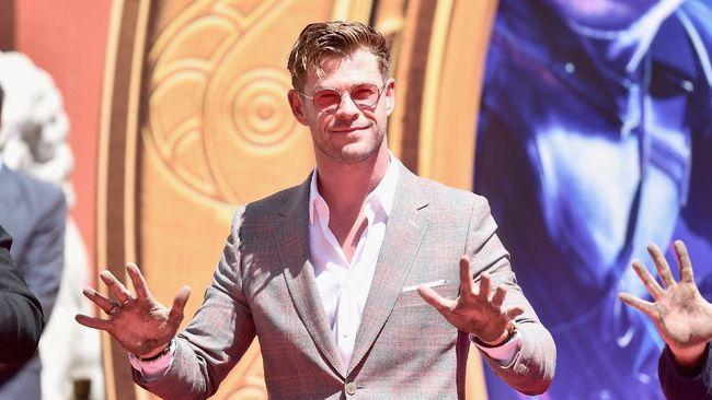 Chris Hemsworth Diincar Bintangi Prekuel Mad Max