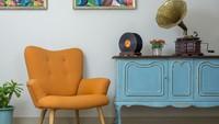 <p>Di salah satu sudut ruangan, Bunda bisa meletakkan kursi kecil dengan hiasan pemutar lagu klasik dan lukisan modern, agar ruangan terlihat indah. (Foto: iStock)</p>