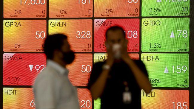 Layar menampilkan pergerakan saham di Bursa Efek Indonesia, Jakarta, Rabu (22/4/2020). Indeks Harga Saham Gabungan (IHSG) ditutup menguat 1,46 persen atau 65,64 poin ke level 4.567,56 pada akhir perdagangan hari ini. ANTARA FOTO/Hafidz Mubarak A/foc.