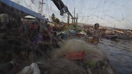 FOTO: Derita Nelayan di Tengah Tekanan Corona