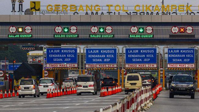 Polri mencatat 8.732 kendaraan melintas di Gerbang Tol Cikampek Utama saat penyekatan mudik Lebaran. Situasi normal jumlahnya 19.338 kendaraan.