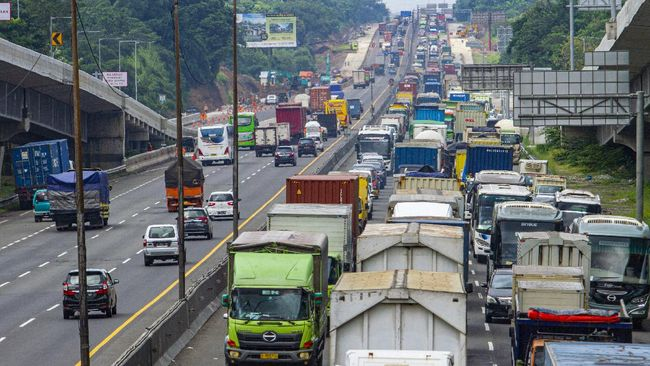 Jasa Marga mencatat 462.560 kendaraan meninggalkan Jabotabek pada periode larangan mudik sepanjang 6-12 Mei 2021.