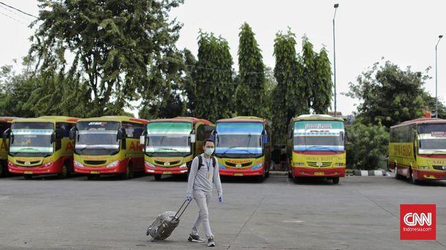Seluruh bus dengan tujuan ke luar Jakarta dan kota penyangga kini ditempeli stiker khusus yang terkoneksi dengan kode bar untuk validasi data Kemenhub.