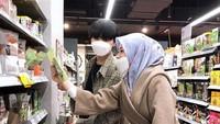 <p>Selebgram Ayana Moon bersama sang adik, Aydin Moon berbelanja untuk keperluan puasa Ramadhan. (Foto: Instagram @xolovelyayana)</p>