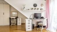 Sedikit ruangan yang tersisa di sudut tangga juga bisa dijadikan tempat untuk bekerja, Bun. Ruangan sudut tangga juga bisa dibagi dua seperti ini, Bun. (Foto: iStock)