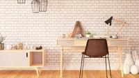 Berbeda dengan sebelumnya, dinding ruang kerja ini diberi aksen batu bata. Meja dan kursi kerja yang simpel mempertegas gaya minimalis ruang ini. (Foto: iStock)