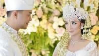 <p>Zaskia 'Gotik' dan Sirajuddin sebetulnya sudah mendaftar ke KUA Karang Bahagia, Cikarang. Namun karena pandemi corona, KUA tidak bisa menerima pendaftaran nikah. (Foto: Instagram @mozawahyu)</p>