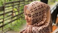 Sosoknya populer lewat sinetron Tuhan Ada di Mana-mana. Debutnya di tahun 2017 itu segera melambungkan namanya di jagat sinetron Indonesia. (Foto: Instagram @betariayu22)