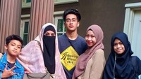 <p>Sekarang Adiba dan Abidzar sudah menginjak usia remaja lho, Bun. Sedangkan, adik-adik mereka, Ayla dan Bilal baru akan memasuki usia remaja. (Foto: Instagram @abidzar73)</p>