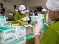 Omzet Menurun, Pengusaha Boneka Banting Stir Produksi Masker