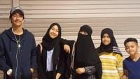 <p>Ustaz Jefri Al Buchori (Uje) dan Ummi Pipik memiliki 4 anak, yaitu Adiba Khanza Az-Zahra, Abidzar Al Ghifari, Ayla Azuhro, dan Attaya Bilal Rizkillah. (Foto: Instagram @_ummi_pipik)</p>