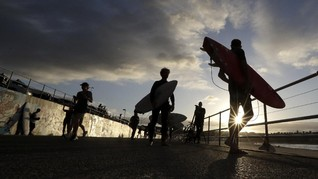 FOTO: Ceria Usai Lockdown di Pantai Bondi