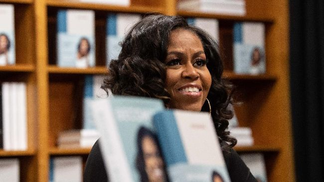 Former US first lady Michelle Obama meets with fans during a book signing on the first anniversary of the launch of her memoir
