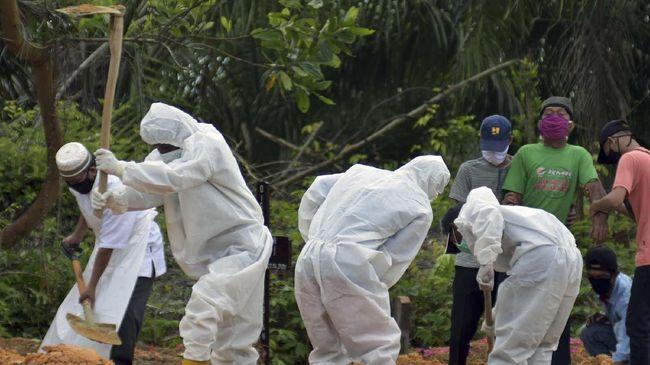 Dokter Ahmad Rasyidi Siregar SpB meninggal dunia akibat terinfeksi virus corona. Total sudah enam dokter anggota IDI Medan tewas akibat Covid-19.