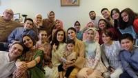 <p>Olla Ramlan lahir dari keluarga besar, Bunda. Ia memiliki 8 saudara perempuan dan 3 laki-laki. (Foto: Instagram @artutyramlan)</p>