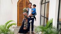 <p>Liburan ke Yogyakarta bareng keluarga kecil yang menurutnya seperti sebuah rumah. Tempat untuk kembali kapan pun dan di mana pun. (Foto: Instagram @fedinuril)</p>