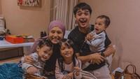 Pada 21 Maret 2020 lalu, si bungsu Aisyah Akyza Pratama lahir, melengkapi kebahagiaan keluarga Ricky Harun. (Foto: Instagram @rickyharun)