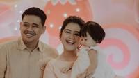 <p>Pada perayaan ulang tahun pertama Sedah Mirah, keluarga besar Kahiyang dan Bobby kompak merayakannya bersama. (Foto: Instagram @ayanggkahiyang)</p>