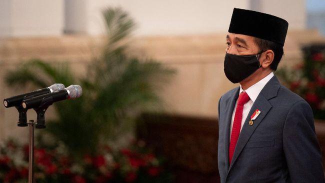 Presiden Joko Widodo memimpin pengucapan sumpah jabatan Ketua Mahkamah Agung (MA) terpilih Muhammad Syarifuddin di Istana Negara, Jakarta, Kamis (30/4/2020). Muhammad Syarifuddin resmi dilantik sebagai Ketua MA periode 2020-2025 menggantikan Hatta Ali yang memasuki pensiun. ANTARA FOTO/Sigid Kurniawan/POOL/nz