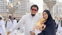 <p>Dari pernikahannya dengan Ory Vitrio, Oki Setiana Dewi dikaruniai tiga anak, yaitu dua perempuan dan satu laki-laki. (Foto: Instagram: @okisetianadewi)</p>