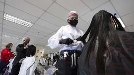 FOTO: Pangkas Rambut Gratis untuk Tim Medis di Thailand