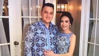 <p>Salah satu tenaga medis Indonesia, dr Michael Robert Marampe meninggal saat bertugas karena COVID-19. Padahal, di bulan April lalu, ia berencana untuk menikahi calon istrinya, Tri Novia Septiani. (Foto: Instagram @miknov.id)</p>