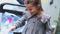 <p>Princess Charlotte merupakan adik dari Prince George, yang genap 7 tahun pada 22 Juli mendatang. Sedangkan sang adik, Prince Louis baru menginjak 2 tahun pada 23 April lalu. (Foto: Instagram @kensingtonroyal)</p>