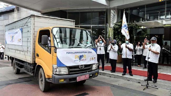 Kementerian Pekerjaan Umum dan Perumahan Rakyat (PUPR) memberikan Bantuan Sosial (Bansos) berupa 56.125 kantung sembako senilai Rp 10 miliar yang disalurkan secara serentak di 34 Provinsi di Indonesia.
