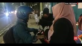 VIDEO: Emak-emak Cek Suhu Tubuh Warga di Cililitan