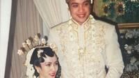 <p>Dede Yusuf dan Sendy menikah pada 18 April 1999. Ya, pernikahan mereka sudah 21 tahun, Bunda. Langgeng ya? (Foto: Instagram @sendyyusuf)</p>