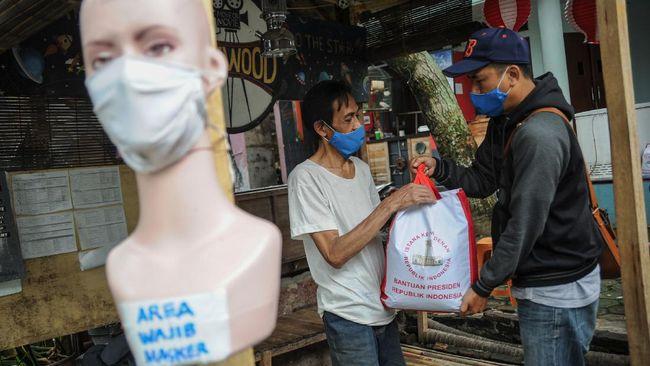 Pemprov Jawa Barat menyebut dari 1.900.688 keluarga penerima bansos, hanya 5.553 paket bansos yang gagal diserahkan.
