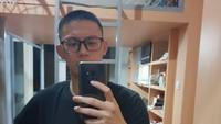 <p>Adiro sedang menjalani masa wajib militer selama dua tahun, Bun. Makanya potongan rambut Adiro seperti tentara. (Foto: Instagram @chunkaychunks)</p>
