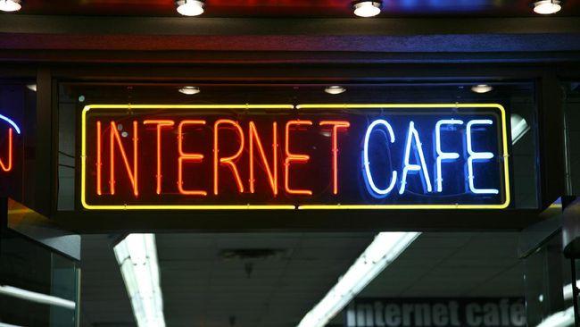 Kafe internet di Tokyo sering dijadikan hunian oleh tunawisma. Pandemi virus corona memaksa mereka angkat kaki dari sana.