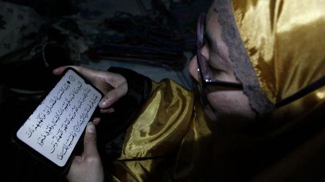 Menurut riset Muslim Pro, orang lebih pilih aplikasi seluler untuk baca Alquran atau sumber daya religius lainnya daripada cetakan tradisional.