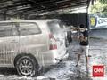 Hindari Cuci Mobil di Bawah Sinar Matahari