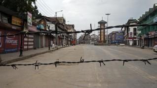 Setahun Peringatan Status Kashmir, India Terapkan Jam Malam
