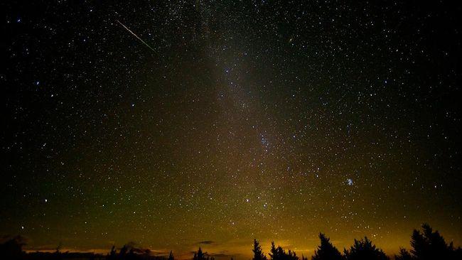 Pada Oktober ramai hujan meteor menurut Observatorium Bosscha, sebagian bisa dilihat tanpa alat bantu.
