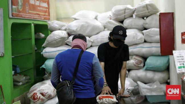 Ekonom menilai rencana mengenakan PPN sembako bertentangan dengan upaya pemulihan ekonomi karena akan menekan daya beli masyarakat.