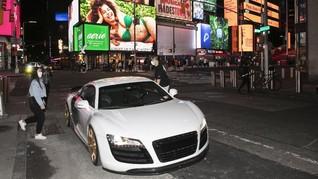 FOTO: Supercar dan Moge Keliaran, Hiburan Warga Saat Corona
