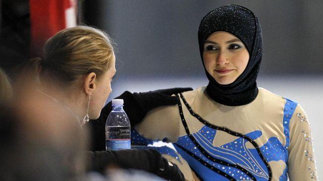 Atlet seluncur indah Zahra Lari sukses memperjuangkan hijab bisa digunakan pada pertandingan resmi.