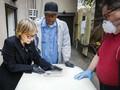 FOTO: Gotong Royong Warga Brooklyn Menguburkan Korban Corona