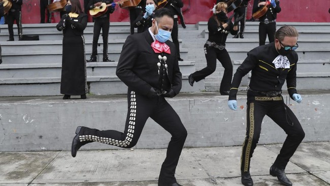 Musicians from Mariachi groups perform during an event to ask authorities to allow them to work on the upcoming Mother's Day in Quito, Ecuador, Tuesday, May 5, 2020. The government ordered in mid-march a national lockdown to control the spread of the new coronavirus. (AP Photo / Dolores Ochoa)