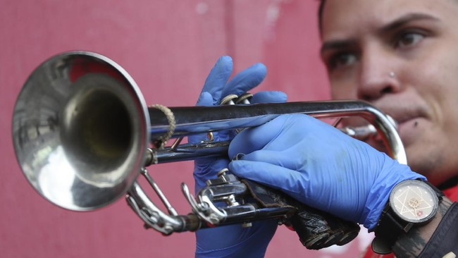 A musician plays a trumpet during a demonstration from Mariachi groups to ask authorities to allow them to work this upcoming Mother's Day in downtown Quito, Ecuador, Tuesday, May 5, 2020. The government ordered in mid-March a national lockdown to control the spread of the new coronavirus. (AP Photo / Dolores Ochoa)