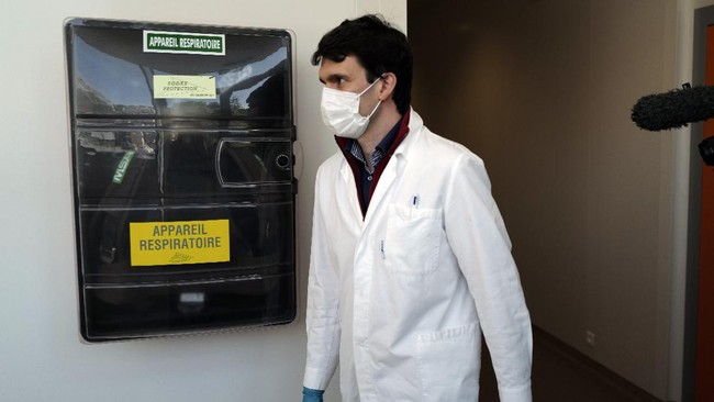Technician of the French General Armament Directorate, DGA, specialized in research of Bacteriological Chemical and Nuclear military protection gear arrives in their lab at Vert Le Petit, south of Paris, Wednesday, May 6, 2020 as a nationwide confinement continues to counter the COVID-19. The DGA is responsible for giving official stamps of approval for masks being piloted by French companies, vital equipment that will help prevent dissemination and transmission of coronavirus. The DGA approval is not legally obligatory for masks to be sold on French soil. (AP Photo/Francois Mori)