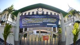 Masjid Tertua di Bali yang 'Selemparan Batu' dengan Pura