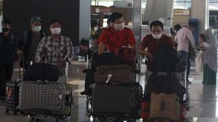 Penumpang 'Numpuk' di Bandara, Warganet Ribut Cluster Soetta