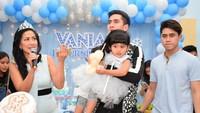 <p>Beberapa waktu lalu, Venna menyiapkan pesta ulang tahun untuk putrinya, Vania. Verrell dan Athalla tampak menjaga adik mereka nih. (Foto: Instagram @vennamelindareal)</p>