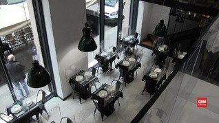 VIDEO: Sekat Kaca Pemisah Demi Bebas Corona di Milan