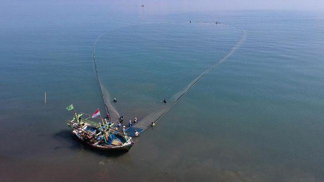 Sejarawan Andi Achdian menyebut harta karun bawah laut bisa berasal dari sisa Perang Dunia II di laut Jawa, berupa bangkai kapal.
